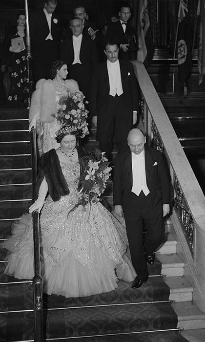 Queen Elizabeth and Princess Margaret Rose arriving at the Empire Theatre, London, for the Royal Command Film Performance of 'Scott of the Antarctic', November 30, 1948.