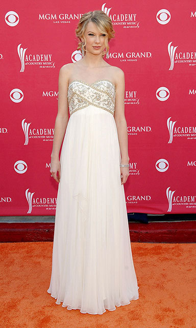 Taylor transformed into a Grecian goddess for the Academy of Country Music Awards in 2008, pairing her ethereal strapless gown with a romantic updo and chandelier earrings.