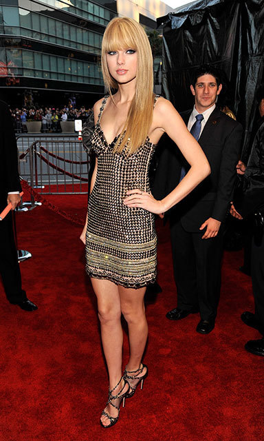 We hardly recognized Taylor with her hair pin-straight! The singer sported blunt bangs and a metallic micro mini for a decidedly sexier look at the 2010 American Music Awards.