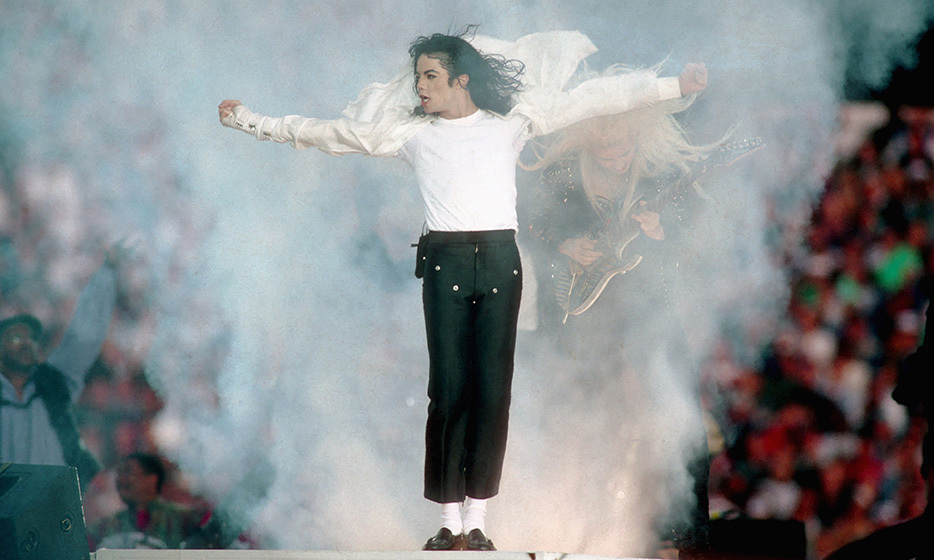 It was none other than the King of Pop, Michael Jackson, who started the trend of signing megawatt acts during the halftime show to attract more viewers. Michael's performance in 1993 was the first time in Super Bowl history the audience figures actually increased during the halftime show.