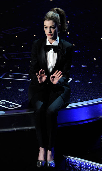 At the 2011 Oscars, Anne Hathaway took to the stage in a stylish tuxedo to do an amusing duet with James Franco, who dressed up as Marilyn Monroe.