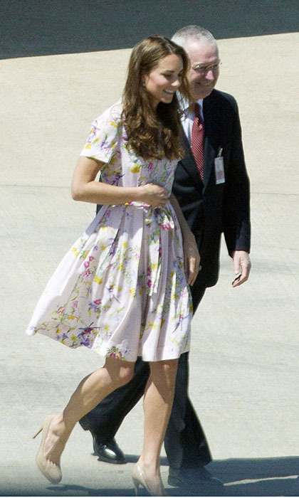 Leaving Brisbane Airport in Australia the following day, the royal couple were off to England. Kate looked sweet in another shirt dress by Dannii Minogue's Project D London label. (Photo: © xposurephotos.com)