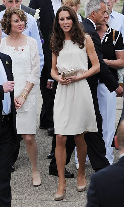 The Duchess was similarly greeted a throng of adoring fans later that day in Fort Levi, Quebec. She wore a sleeveless, cream Joseph dress with her favourite accessories; a beige L.K. Bennett clutch, nude pumps andearrings by Links of London. (Photo: © FAME Pictures/keystone)