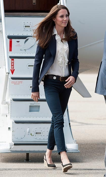 On July 7, Catherine visited a part of town that had been devastated by a fire in Slave Lake, Alberta. Wearing her favourite blue jeans and a brown belt, she finished the look with wedge sandals and a sharp navy blazer. (Photo: ©  Samir Hussein/WireImage)
