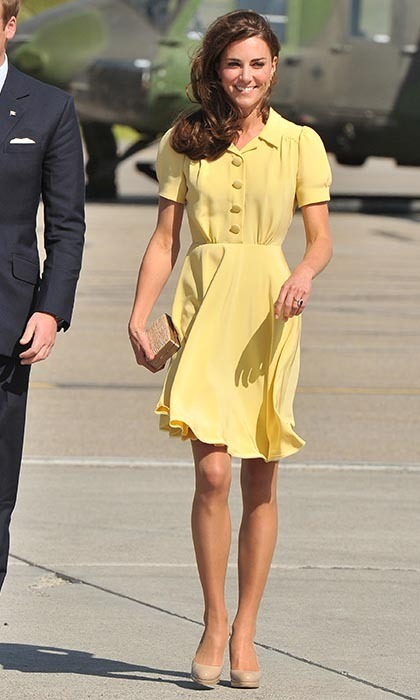 Kate was a ray of sunshine as she arrived at the Calgary International Airport on July 7 sporting a buttery Jenny Packham dress. (Photo: © George Pimentel/WireImage/Getty Images