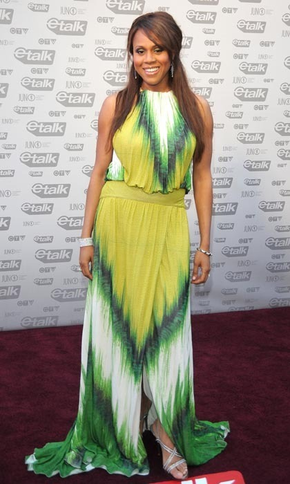 '90s R&B fixture Deborah Cox blew up the red carpet the same year with an eye-catching maxi dress featuring hypnotic waves of green, white and yellow and a centre slit. (Photo: George Pimentel/WireImage)