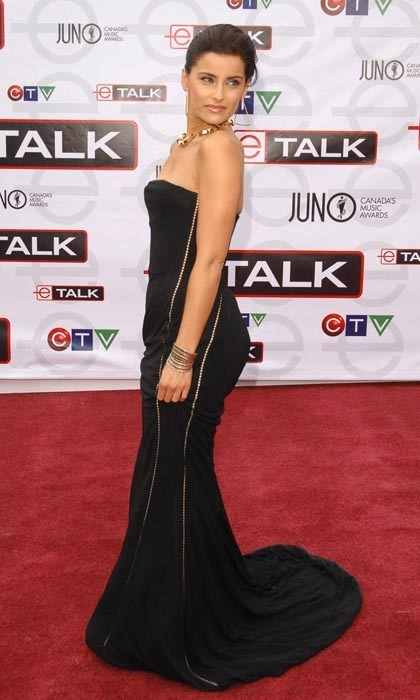 Nelly Furtado brought some curves and a whole lot of confidence to the 2007 awards, walking the red carpet in a curve-hugging black dress that showed off her best assets and could rival a Kim Kardashian paparazzi moment any day. (Photo: George Pimentel/WireImage)