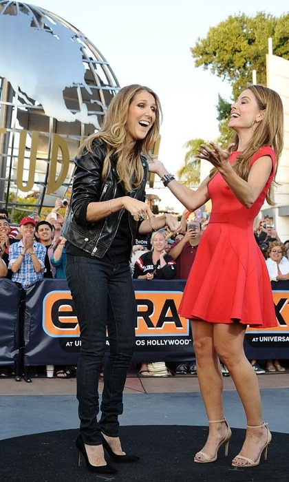 TV personality Maria Menounos shared a laugh with the singer during a visit to the Universal Studios in Hollywood in September 2013. (Photo: © Getty)