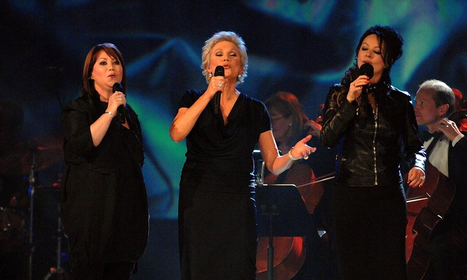 <p>Triple Threat: Jann Arden, Anne Murray and Sarah Brightman sang hits off Anne's <em>Duets</em> album at the 2008 JUNOs.</p>