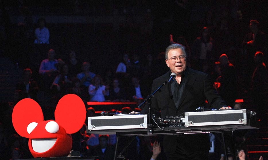 "<p>Beloved actor William Shatner popped by the Deadmau5 DJ booth to take a spin on some records at the 2012 Juno Awards. But first, he gave the audience a laugh when he pronounced the DJ's name ""Dead-Mau-Five"".</p>