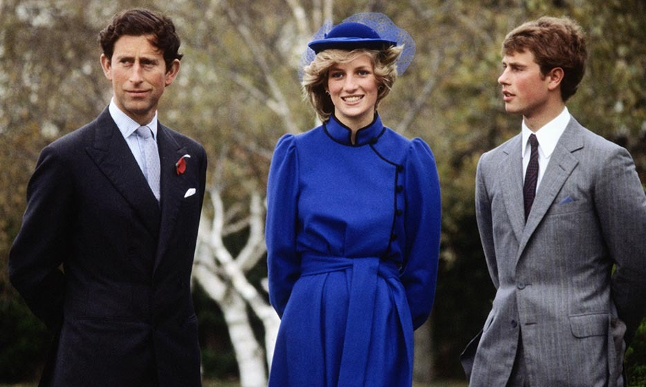 The young couple met Prince Charles' little brother, Prince Edward, at a photocall at Wanganui Collegiate in New Zealand, where Edward had been a junior tutor for two terms. Diana wore a beautiful, belted, royal-blue dress with black piping.