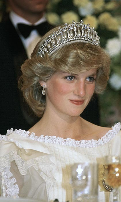 Princess Diana donned the Queen's Cambridge Knot Tiara, a neo-classical splendour of diamonds and pearls that was given to Diana by her mother-in-law as a wedding gift, at the farewell Banquet in New Zealand. Her creamy silk organza evening dress is by  designer Gina Fratini.
