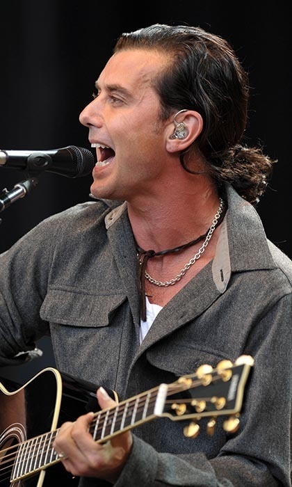Gavin Rossdale had no time to primp before this 2009 benefit concert - but he did have time to accessorize! The perfect compliment to a leather choker and grungy vocals? A ponytail, of course.