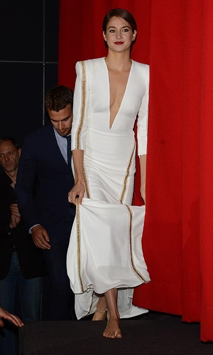 Shailene took to the 'Divergent' premiere red carpet in an unusual pairing: A plunging, glamorous Zuhair Murad white gown and naked feet.