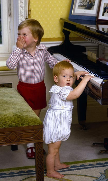 <p>William tried to conceal his giggles as he and his baby brother, Prince Harry, pretended to play the piano.</p>