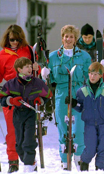 Harry Soames (left), son of MP Sir Nicholas Soames, is seen on a ski trip with his mother, Princess Diana and Prince Harry. (Photo © Getty)