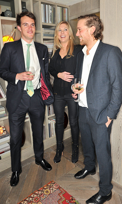 Julian Rufus Isaacs (left) hangs out with Chelsy Davy and another pal at popular London hotspot Bunaglow 8. (Photo © Getty)