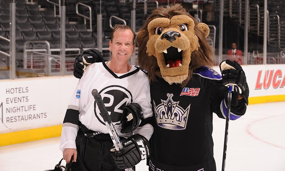 Kiefer Sutherland isn't just a hockey fan – he can play, too! The '24' actor posed for a photo with the Los Angeles Kings mascot, Bailey, after participating in a celebrity game before the Kings took on the Anaheim Mighty Ducks in 2010. (Image: Noah Graham/Getty Images)