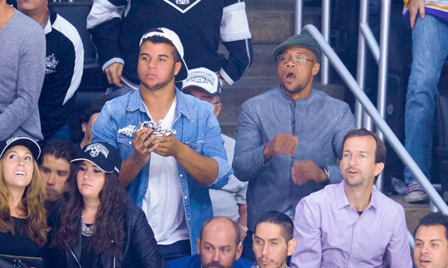 Cuba Gooding Jr. and his son, Mason Gooding, bonded in the stands on Oct. 8 as they watched the San Jose Sharks beat the Los Angeles Kings. (Photo: Noel Vasquez/Getty Images)