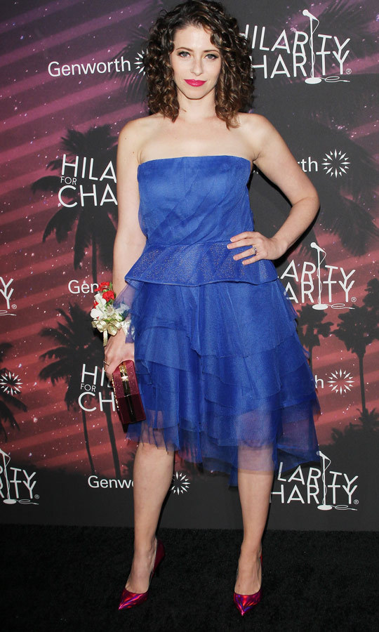 Lauren Miller Rogen embraced the throwback theme, opting for a frilly prom dress complete with an asymmetrical ruffle skirt. (Image: Getty)