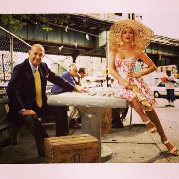 "Jennifer Lopez: ""Oscar De La RENTA. My prayers go out to your family. #rip #fashionlegend"" Photo: © Instagram"