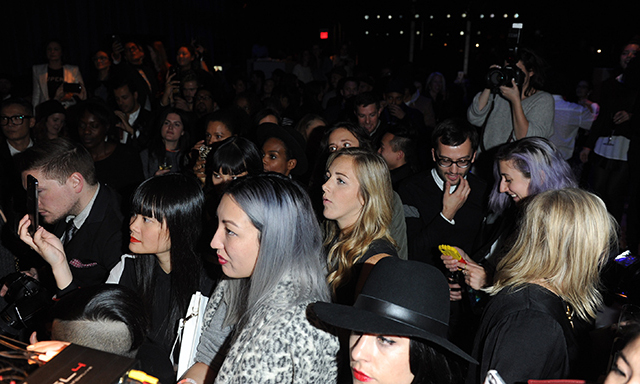The crowd watching Solange spin. (Photo: Joe Fresh)