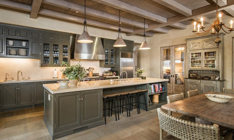 Talk about a full-service kitchen! This chef-friendly space has bar seating for quick breakfasts, interactive brunches or gab sessions over coffee and mimosas. (Image: Zillow)