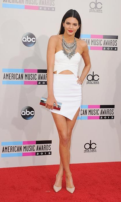 Kendall showed how to rock a statement necklace on the American Music Awards red carpet. Photo: © Getty Images