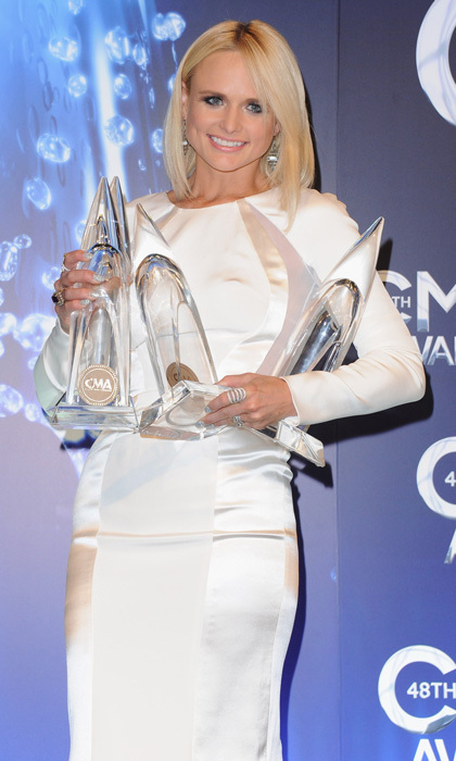 On her own, Miranda Lambert wowed in a sleek white ensemble that showcased her svelte figure. The cut of the dress was accentuated by a sleek bob and droplet earrings. Those trophies sure do look good on her! (Photo: Getty Images)