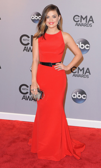 'Pretty Little Liars' star Lucy Hale looked radiant in red! We love how she used a simple black belt to accentuate her waist. (Photo: Getty Images)