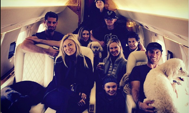 Pregnant Paulina Gretzky Travels In Style Aboard A Private Jet