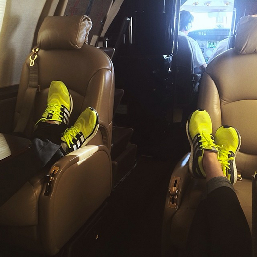 In March, she and Dustin flew out to Vegas together on a private jet – wearing super-cute, matching neon sneakers.