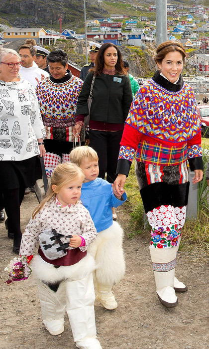Princess Mary and her twins delighted locals by donning traditional garb during their visit to Greenland. (Photo: © Albert Nieboer/DPA/ZUMA/Keystone Press)