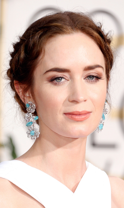 Emily Blunt's floral Neil Lane stunners were the standout feature of her look, and we love that she kept her makeup simple and pulled her hair back to let the danglers take the spotlight. (Photo: Getty)