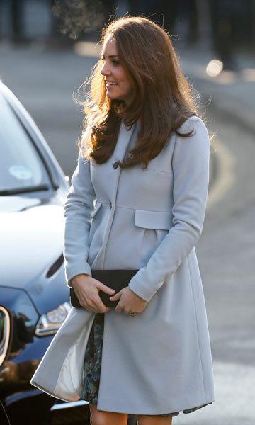 9907a65f0f8 The Duchess of Cambridge wraps her baby bump in Seraphine maternity ...