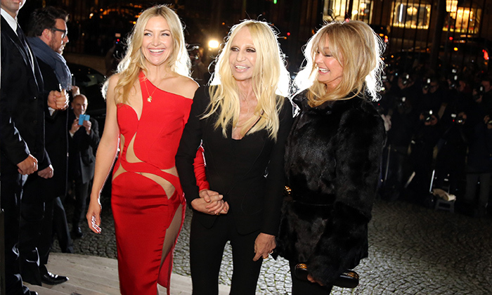Kate Hudson, Donatella Versace, Goldie Hawn. Photo: © Getty