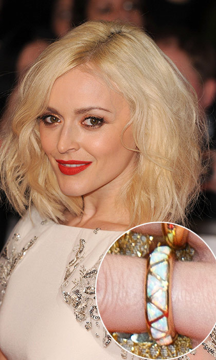 Fearne Cotton's truly unique ring resembled a wedding band more than an engagement rock. The presenter was spotted out and about in London in 2013, with her left hand newly adorned with a white and gold band that featured a gold triangular pattern.