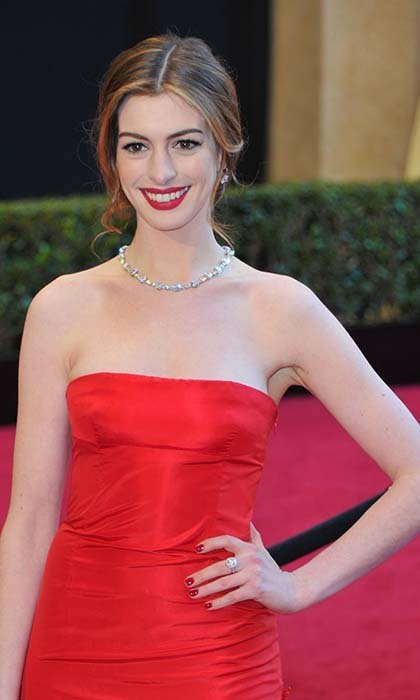 ANNE HATHAWAY: 