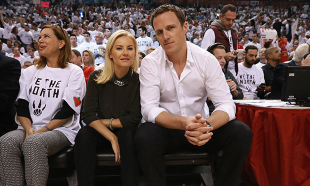 Elisha Cuthbert Wedding.Elisha Cuthbert Dion Phaneuf And Joffrey Lupul Threaten To Sue Over