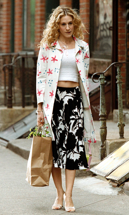 Mixing and matching bold patterns – and flaunting her trim midsection – while out and about.