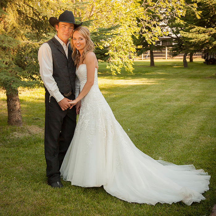 Heartland Actress Amber Marshall S Rustic Ranch Wedding