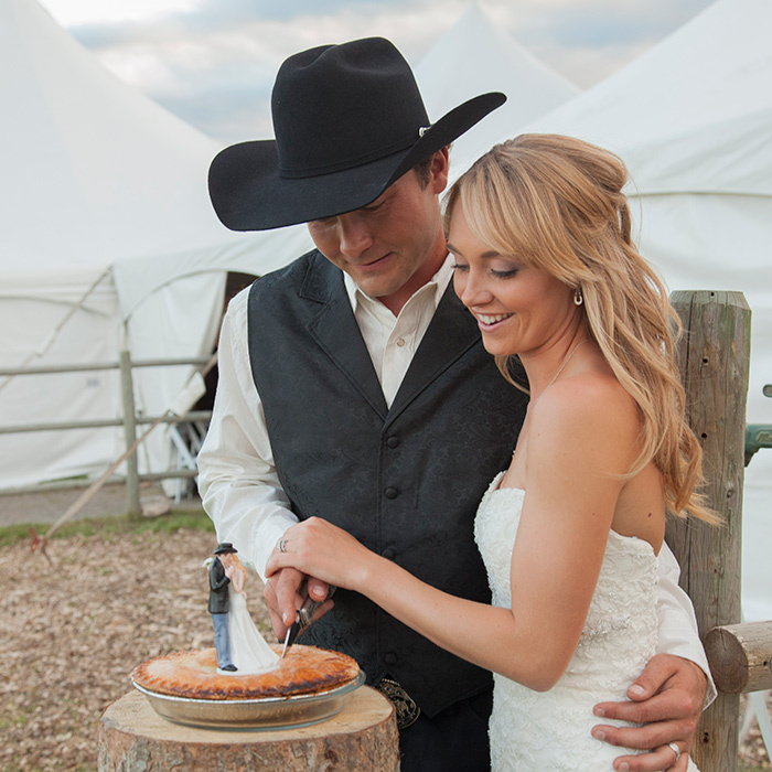 Heartland Actress Amber Marshall S Rustic Ranch Wedding Hello Canada