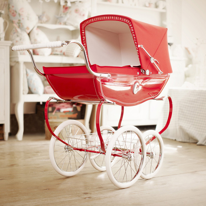 A VINTAGE-INSPIRED TOY PRAM FIT FOR A ROYAL BABY