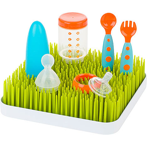 DOING THE DISHES NEVER LOOKED SO CUTE