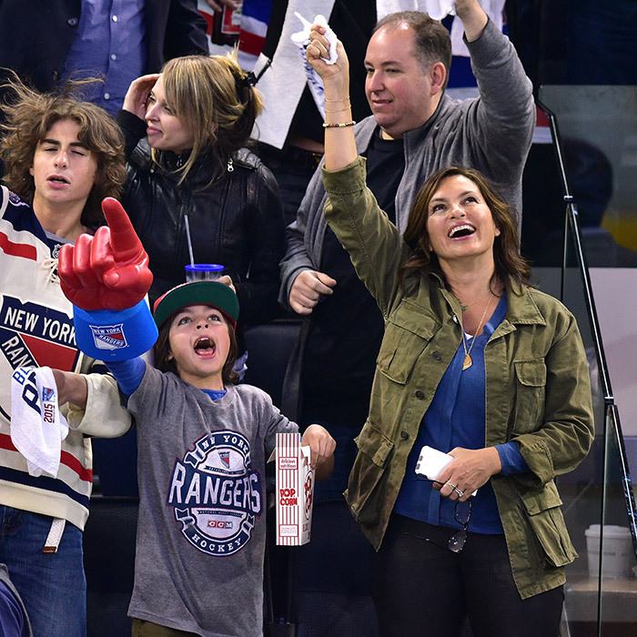 Mariska Hargitay and her hand-happy son, August Hermann, cheered loudly as the Pittsburgh Penguins played the New York Rangers in the  playoffs at Madison Square Garden. (Photo: Getty Images)
