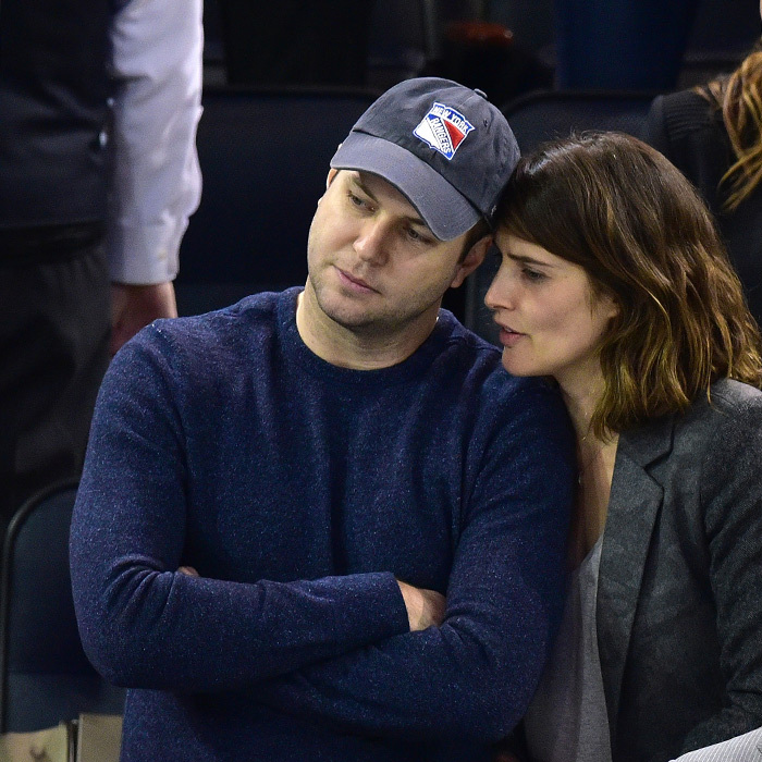 Canadian Cobie Smulders and husband Taran Killam were at Madison Square Garden on April 16, where the lovebirds sat beside 'American Horror Story' star Evan Peters and a friend. (Photo: Getty Images)