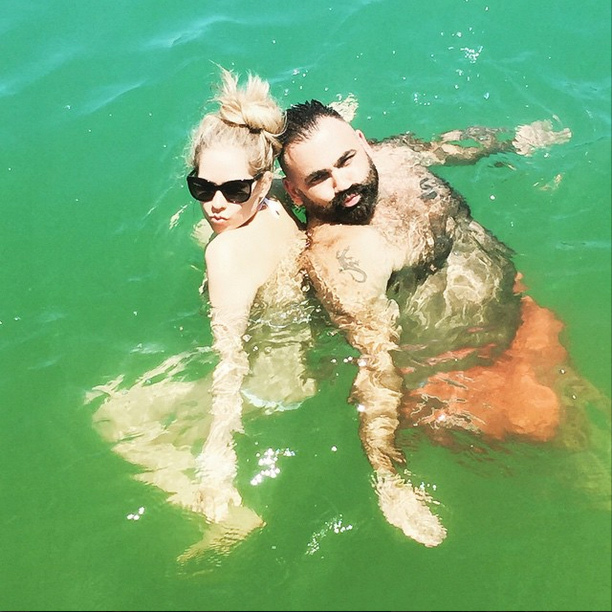 Avril Lavigne Is Back On Instagram With Bikini Photos
