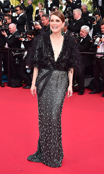 Julianne Moore in Armani Privé. 