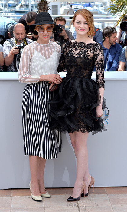 Parker Posey and Emma Stone (in Oscar de la Renta). 