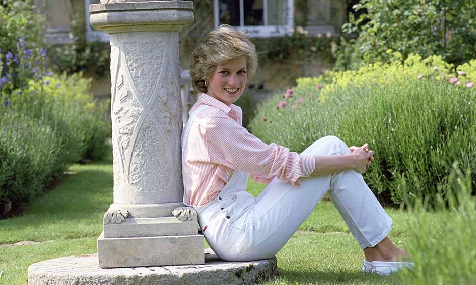 Diana was cute and casual in a pair of white overalls and a pinstriped button-down shirt while she relaxed in the garden at her Highgrove House home.